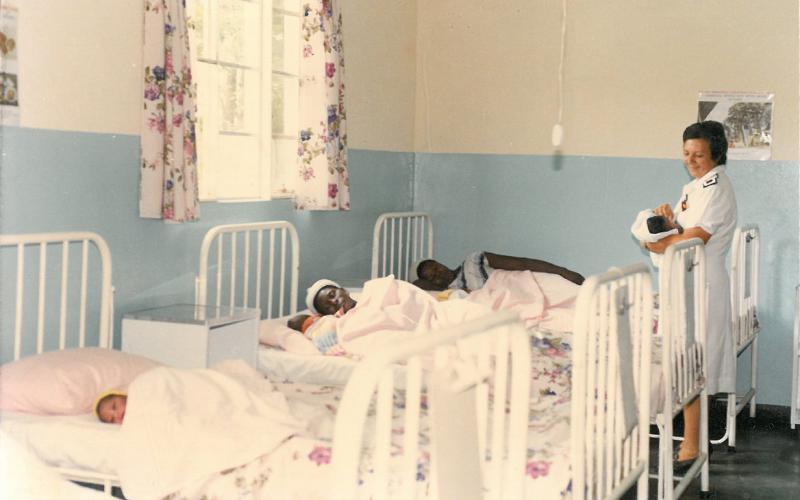 Maternidad en el Hospital de Nembudziya (Zimbabue, en torno a 1985)