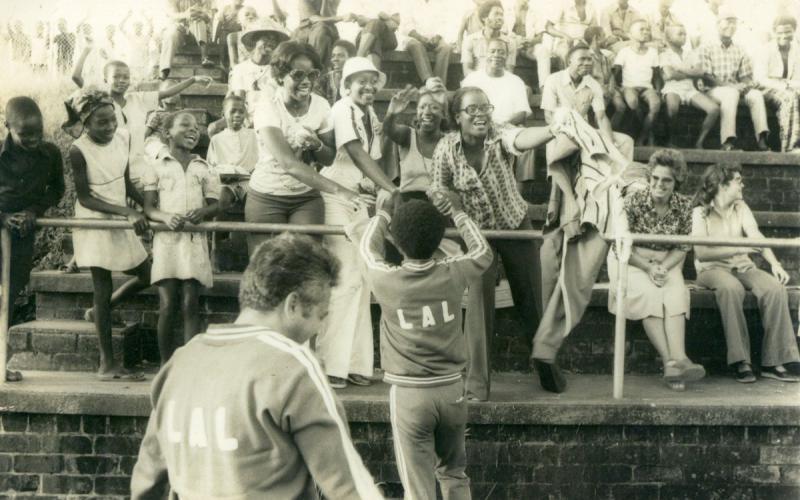 Imagen de un partido de fútbol en el que jubaba el equipo que entrenaba Antonio Medina (años 70)