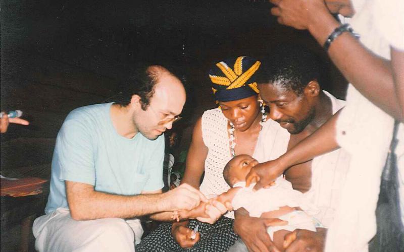 Campaña de vacunación a menores de 5 años en Nguti (Camerún, 1991)
