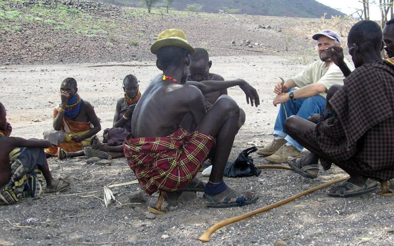 Primeros contactos con los habitantes de Kalapata, al oeste del lago Turkana
