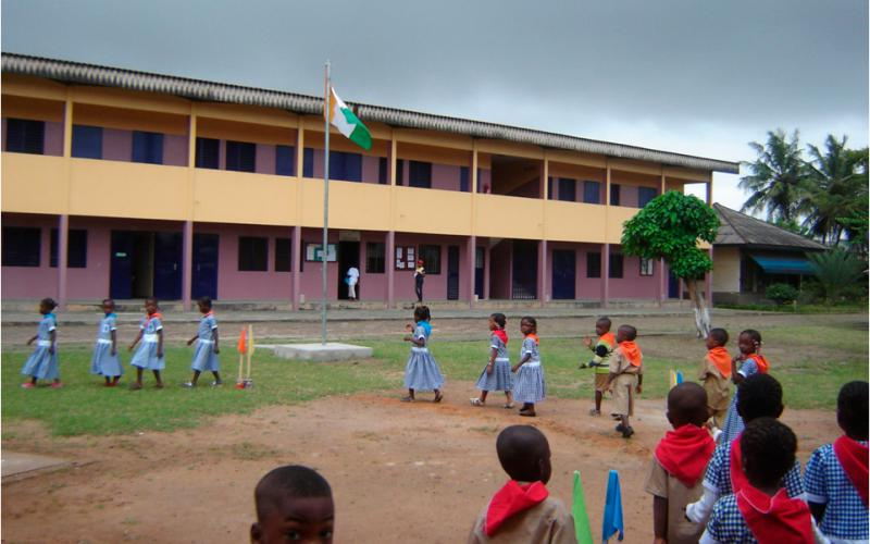 Escuela de primaria construida por las Salesianas y Manos Unidas en Abiyán (Costa de Marfil)