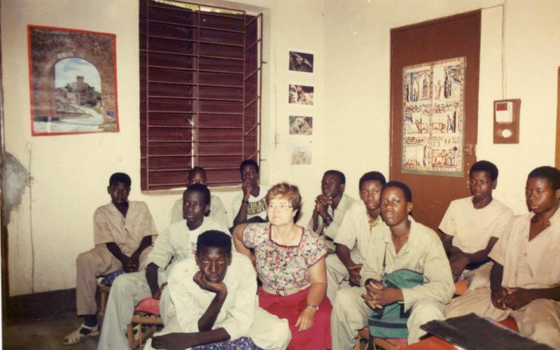 Julia Inmaculada, junto a jóvenes en Bamako