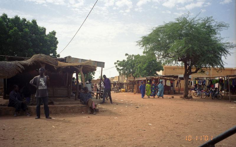 Mercado de Bandiagara en 2001 (Imagen: upyernoz/Flickr)