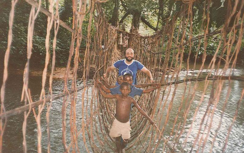 Puente para cruzar el río en Bayele, a 4 Km de Nguti (Camerún, 1990)