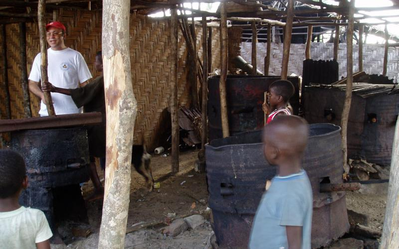 Secadero de pescado en Marshall, a 30 km de Monrovia (2002)